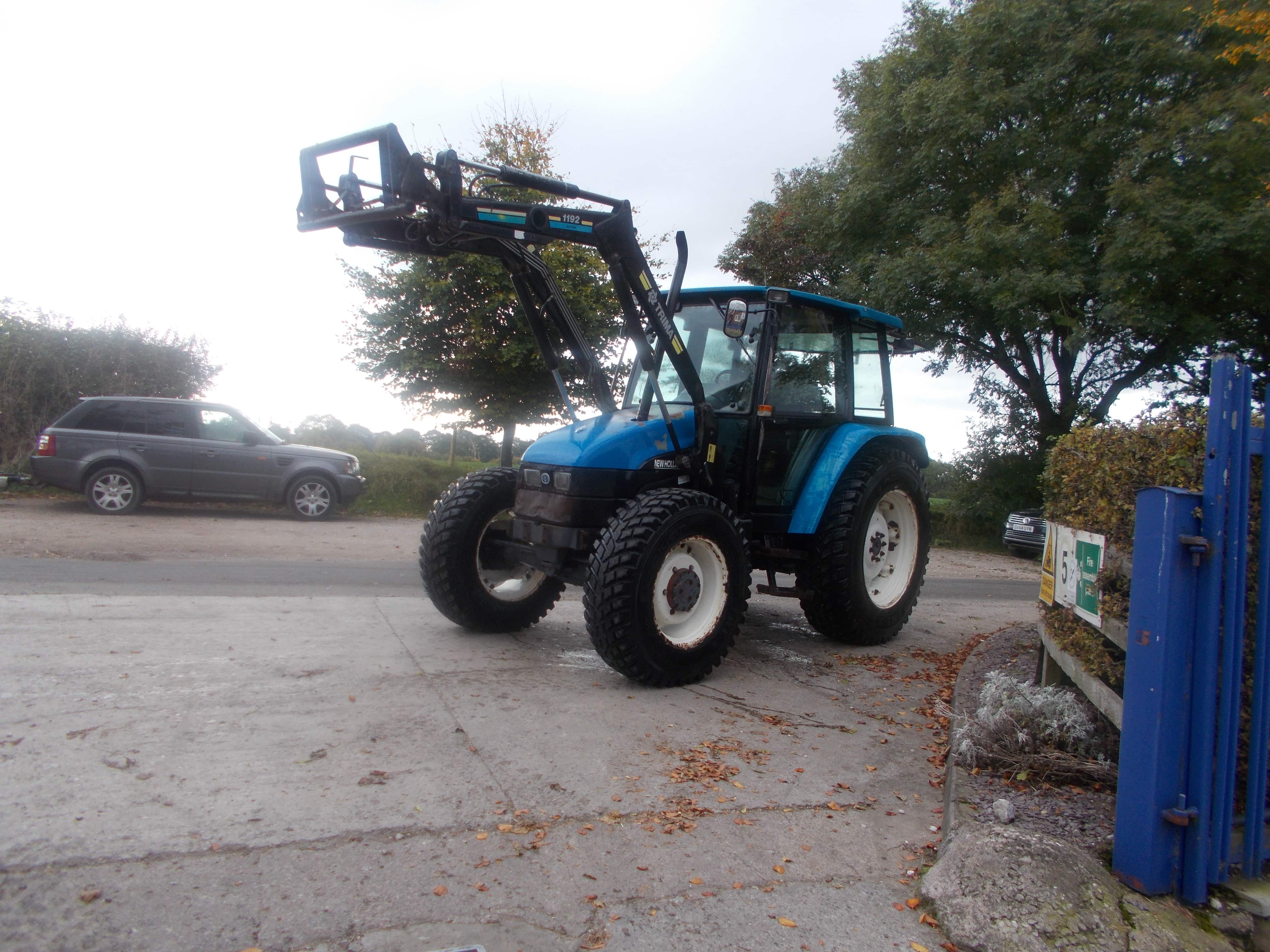 New Holland 5635 Tractor U3765